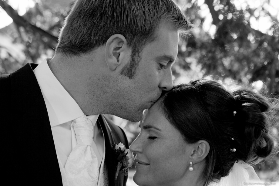 bride-&-groom-by-picture-me-beautiful-photography-uk-