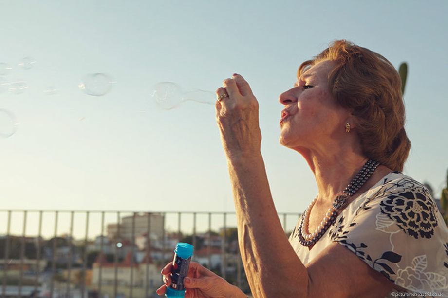 blowing-bubbles-by-picture-me-beautiful-wedding-photography-uk.